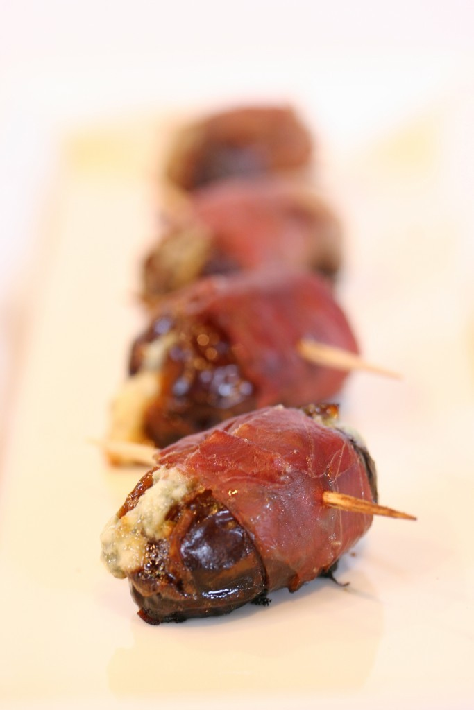 Blue-Cheese-Stuffed-Dates-683x1024